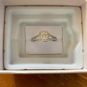 Ladies Baguette Ring